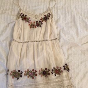 TULAROSA DRESS WITH FLORAL EMBROIDERY DETAILS